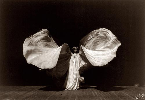 Loie Fuller on stylealchemy